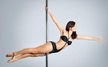 Pole dance – strój powinien zapewniać przyczepność do drążka