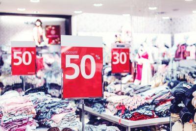 Jak tanio kupować ubrania i dodatki